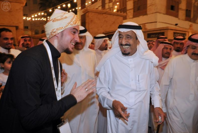 Crown visits the historical area in Jeddah salman SPA