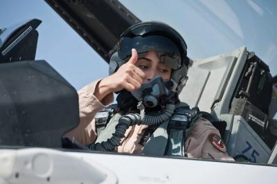 uae-female-pilot