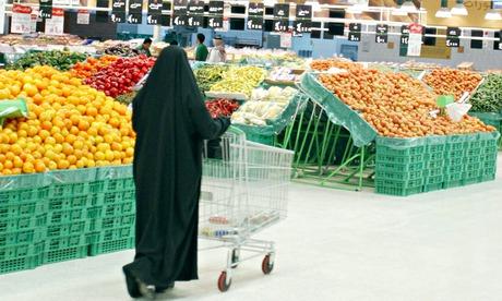 Saudi supermarket shopper