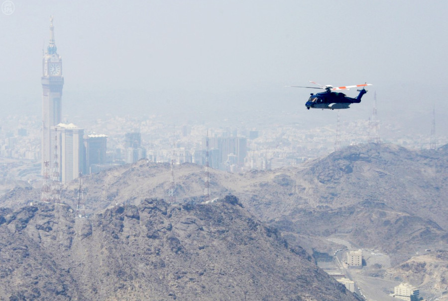 mecca-hajj-aerial-helicopter-security-islam