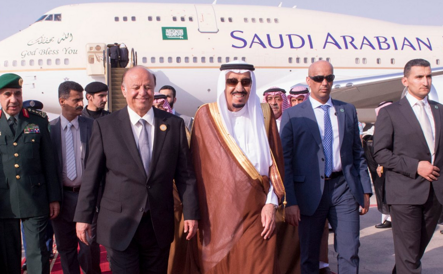 Saudi Arabia's King Salman arrives for a summit in Egypt with Yemen's President Hadi.