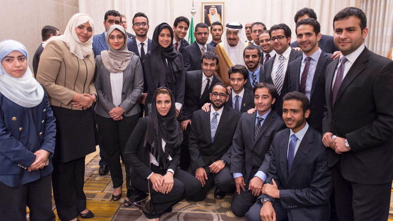 King Salman meets with Saudi students in Washington.