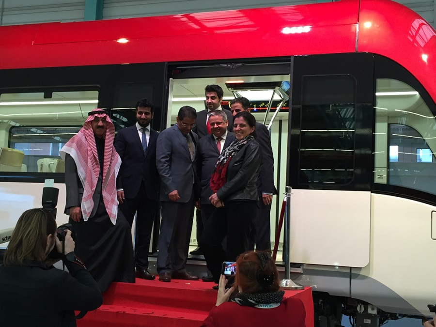 tn_sa-riyadh-metro-siemens-inspiro-unveiling-people