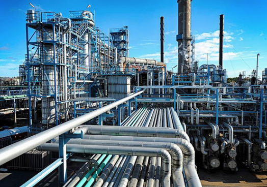 When complete, the complex will supply a total of 75,000 metric tonnes of industrial gas including 20,000 tonnes of oxygen and 55,000 tonnes nitrogen per day for 20 years to Saudi Aramco's refinery.