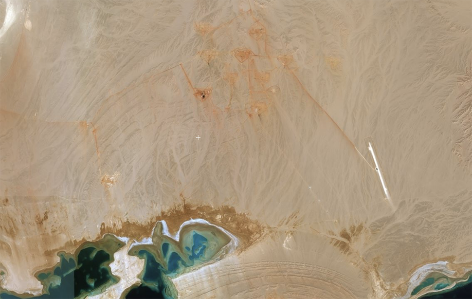 Satellite images taken yesterday of the NEOM region show a collection of large residences under construction. Image via zoom.earth/